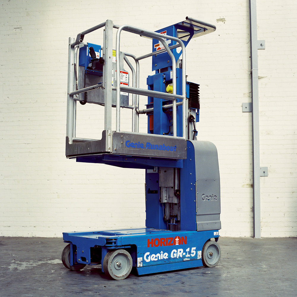 5m Battery Personnel Lift - Genie GR15 - 2011