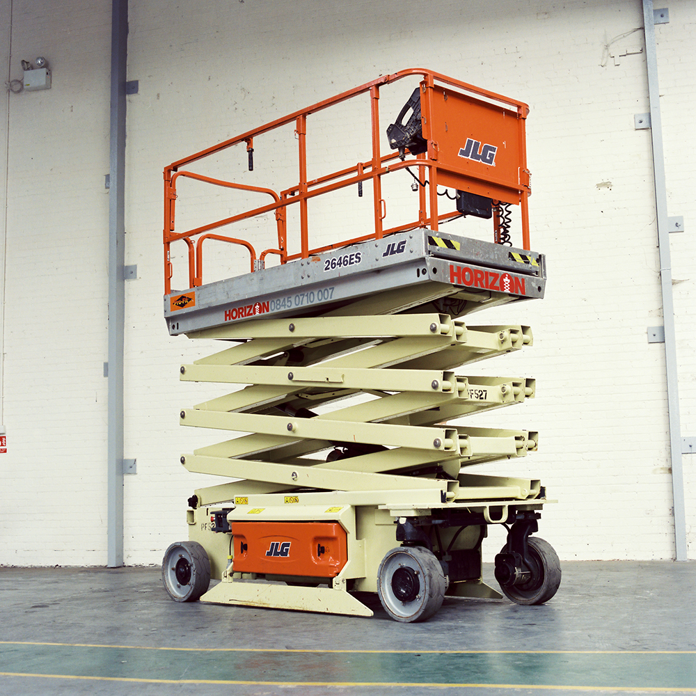 8m Battery Scissor Lift - JLG 2646ES